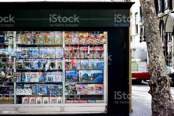Travel guides kiosk at la ramblas barcelona picture id488214414?b=1&k=6&m=488214414&s=612x612&h=kz0w7diakl5 m5dfr8ceq1a8qgr8pahqljz2nctuecm=
