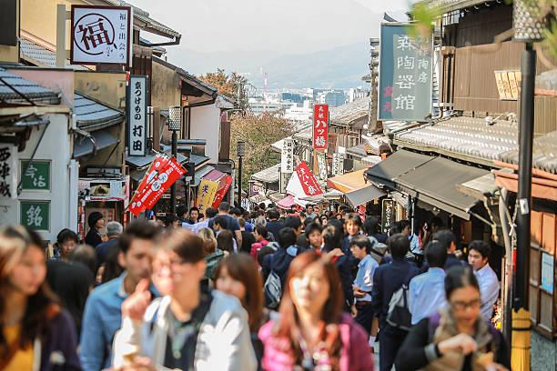 アジアの都市での移動には、伝統的な日本の京都市 ストックフォト