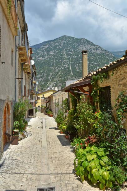 travel in old italian villages - abruzzo cycle path foto e immagini stock