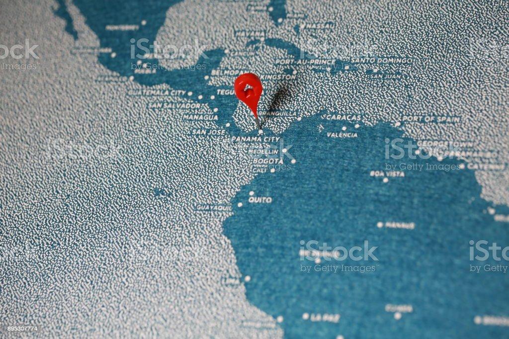 viajar de derretimento pintado mapa com pino, América do Sul - foto de acervo