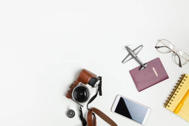 Reisen Objekte flach zu legen, auf weißem Hintergrund mit textfreiraum – Foto