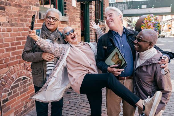 60대 여행 계획 스톡 사진