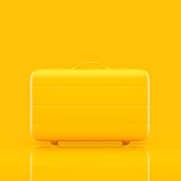 seyahat çanta sarı renk izole - tutamak üretilmiş nesne stok fotoğraflar ve resimler