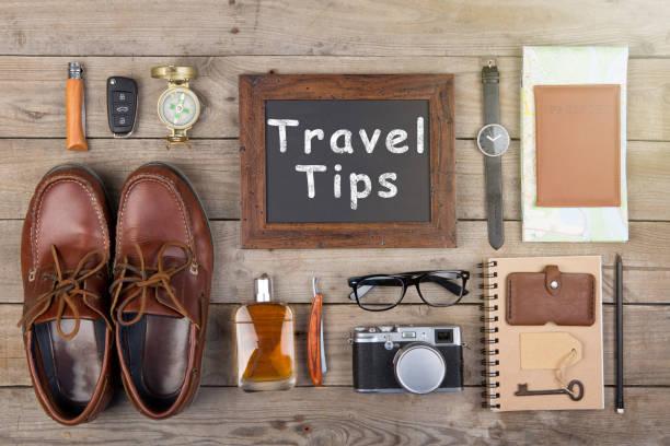 reisen sie tipps konzept - kamera, pass, karte, notizblock, kompass und andere sachen für die reise - nrw ticket stock-fotos und bilder