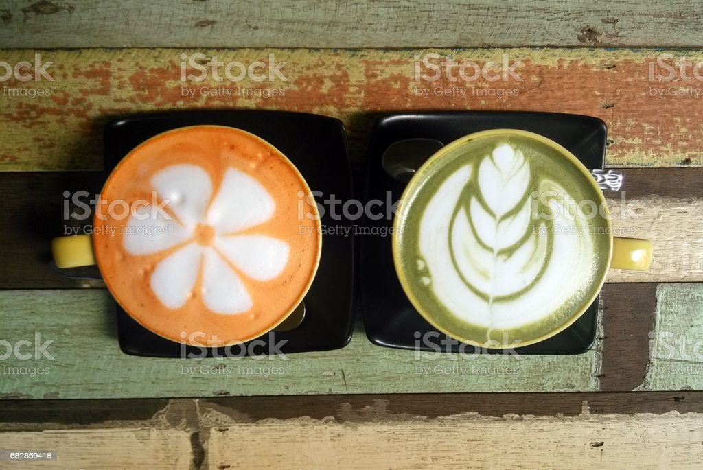 Travel to Ayutthaya, Thailand. The couple of colorful thai tea cups on the wooden background. Lizenzfreies stock-foto