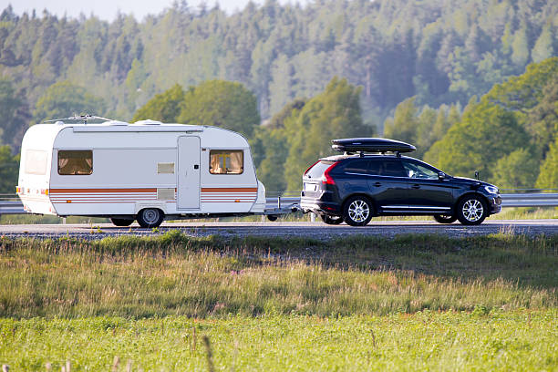travel trailer during summer - caravan stockfoto's en -beelden