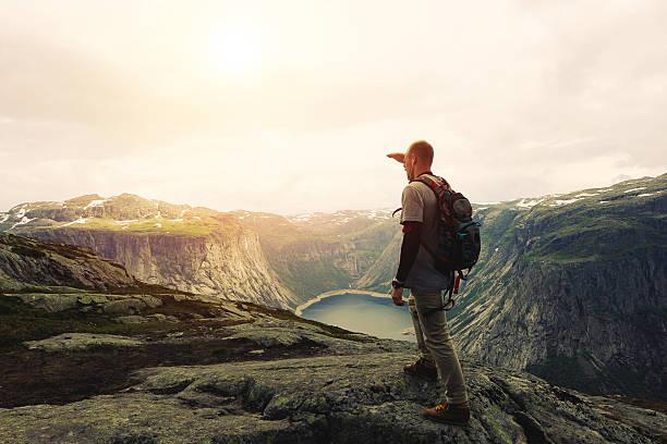 traveler on the top of a mountain plateau - плато стоковые фото и изображения