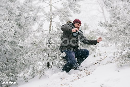 istock Traveler photographer almost fell from the mountain 636635356