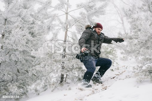 istock Traveler photographer almost fell from the mountain 636996134