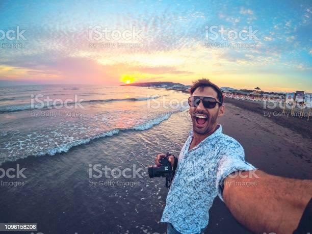 Traveler takes selfie portrait on big beach ulcinj picture id1096158206?b=1&k=6&m=1096158206&s=612x612&h=54vqxn1ist1lsucsn1jigvr8x1zubc2m1n9m6rjyvpq=