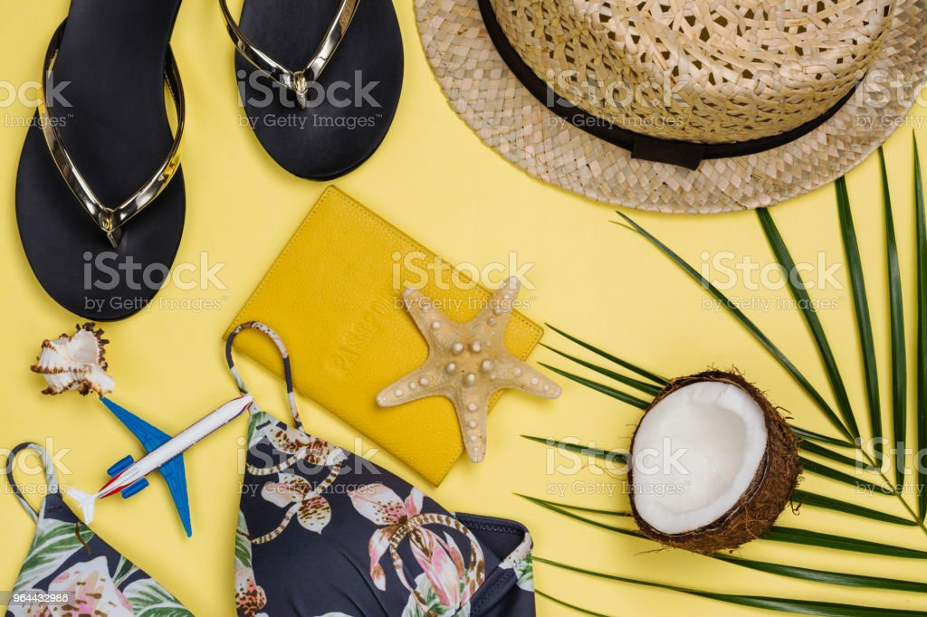 Reizigers accessoires op zomer achtergrond - Royalty-free Apparatuur Stockfoto