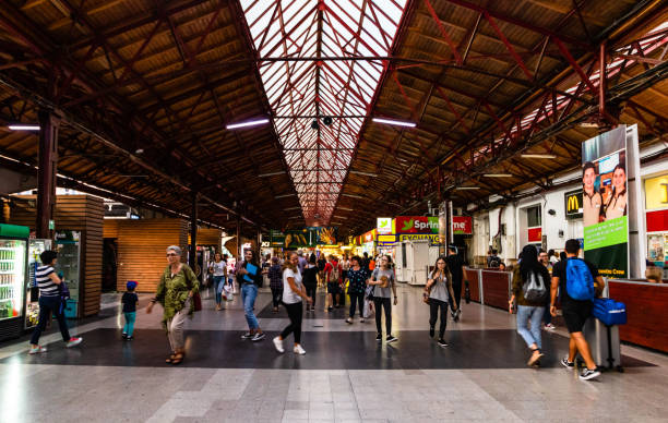 Reisende am Hauptbahnhof in Bukarest, nordbahnhof (Gara de Nord) – Foto