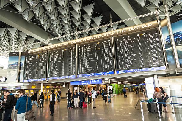 travelers at public area at international frankfurt airport - luchthaven frankfurt am main stockfoto's en -beelden
