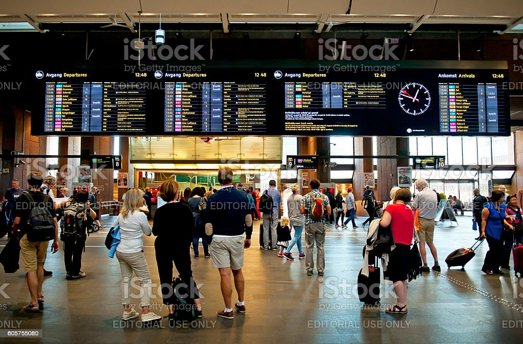 Travelers at the Oslo S - Oslo Central Station – Foto