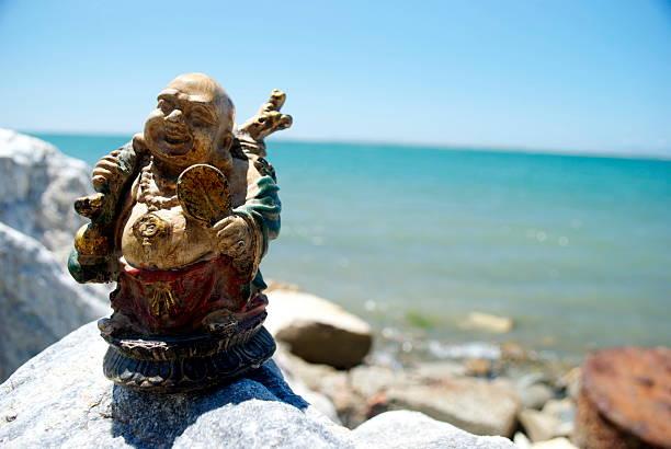 仏教の岩の海岸に移動 - 七福神 ストックフォトと画像