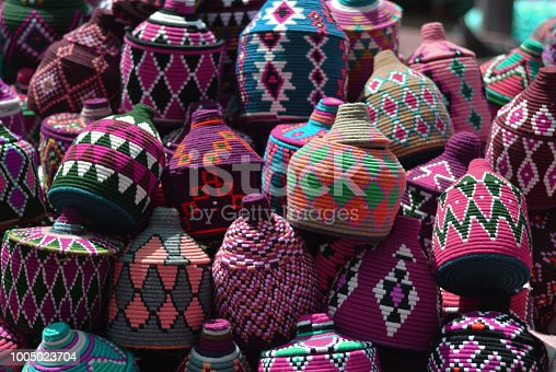 istock Traveling in the oriental markets, between colors, flavors and aromas 1005023704