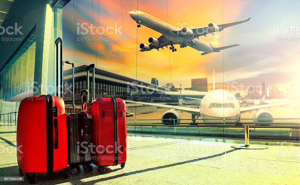 traveling luggage in airport terminal building and jet plane fly – Foto
