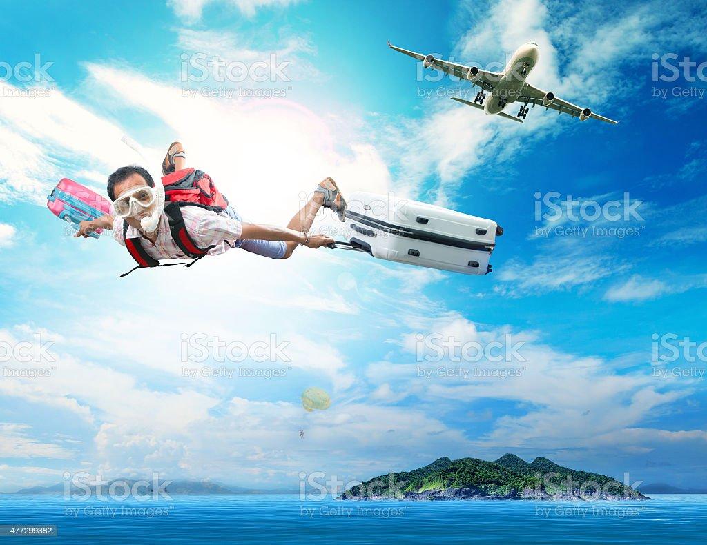 Voyage homme volant en avion à destination de la mer - Photo
