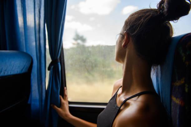 auf reisen. - bahn bus stock-fotos und bilder