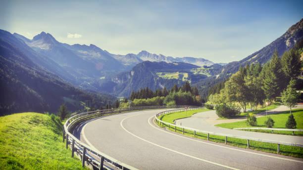 Reisen zu wunderschönen hohen Alpen im Sommer – Foto