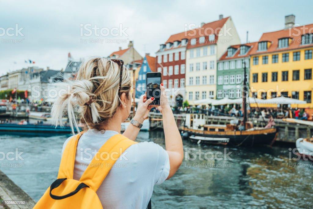Reisen nach Kopenhagen - Tourist in Nyhavn – Foto