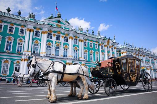 ロシアへのご旅行 - ウマのストックフォトや画像を多数ご用意