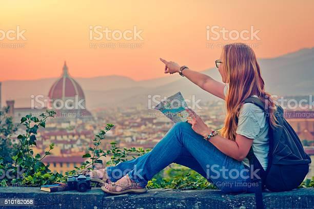 Traveller in florence picture id510162058?b=1&k=6&m=510162058&s=612x612&h= xcin0ljj1radavg694q7qwxzm6mtxfpfesz1okgsw0=