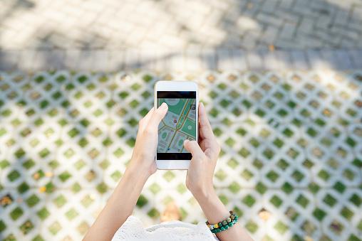 Viajero Buscar El Foto de stock y más banco de imágenes de Aire libre