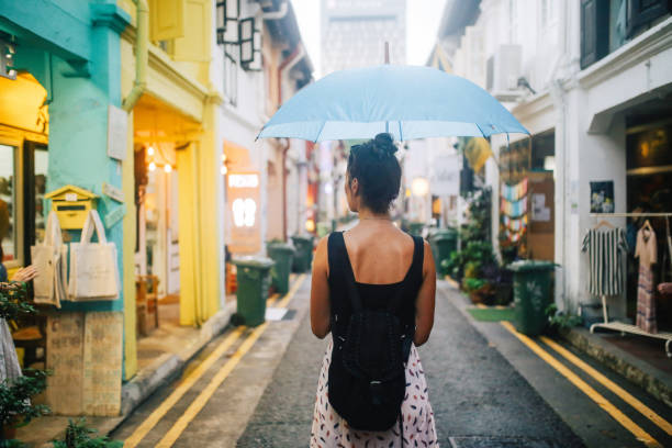 traveller woman exploring the small alleys of singapore - singapore nature stock photos and pictures