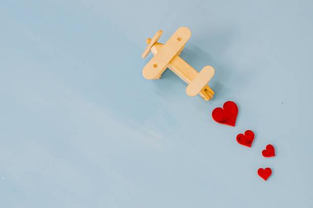 travelling as newlyweds - romantische karten stock-fotos und bilder