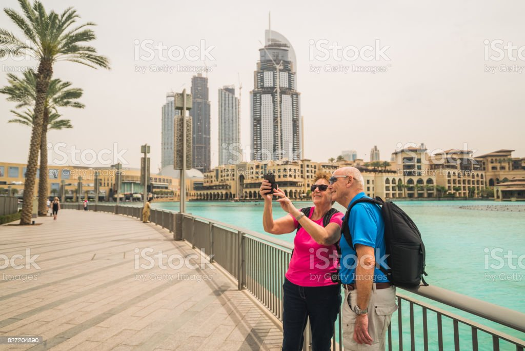Viajar A Oriente Medio Dubai Turístico Par Selfie - Fotografía de ...