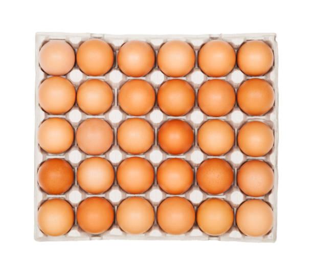 tablett mit eiern - eierverpackung stock-fotos und bilder