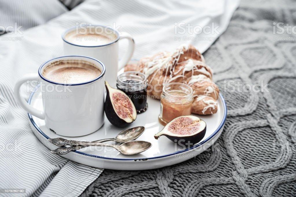 Tablett mit zwei Tassen Kaffee – Foto