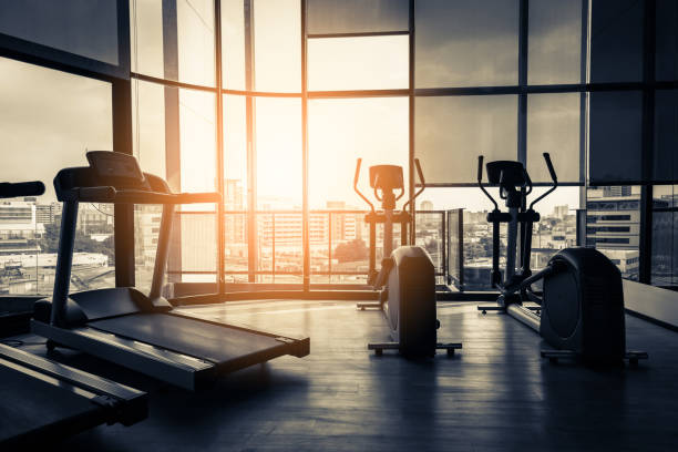 treadmill in fitness room background with color tone and light flare effect - palestra foto e immagini stock