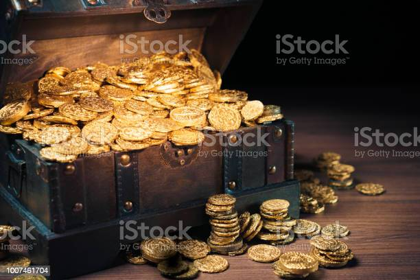 Treasure chest filled with gold coins picture id1007461704?b=1&k=6&m=1007461704&s=612x612&h=esnqin6zt8ogdzsd0 ziidzmu6m7gtvzrintr9hs7nq=