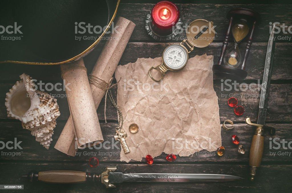 Mapa del tesoro. Mesa de piratas. - foto de stock