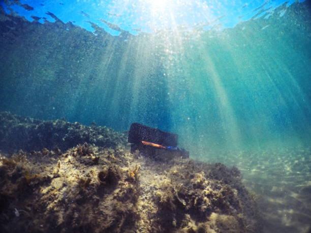 treasure unterwasser - armband water stock-fotos und bilder