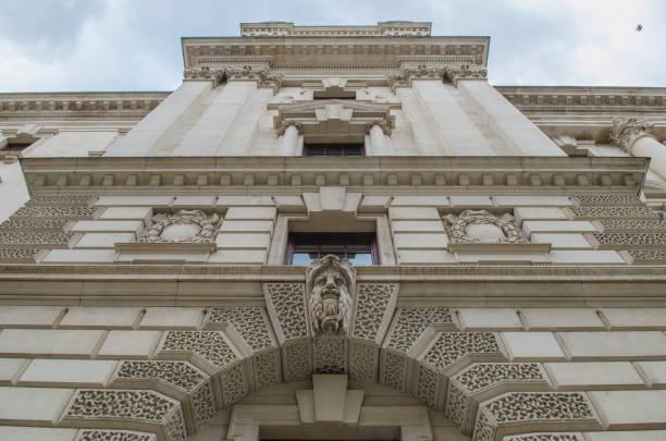 HM Treasury edificio en Westminster, Londres - foto de stock