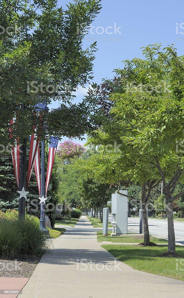 Alberato marciapiede in un quartiere americano foto stock royalty-free