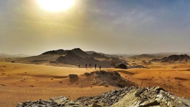 Trekking in der Wüste, Dubai, Vereinigte Arabische Emirate – Foto