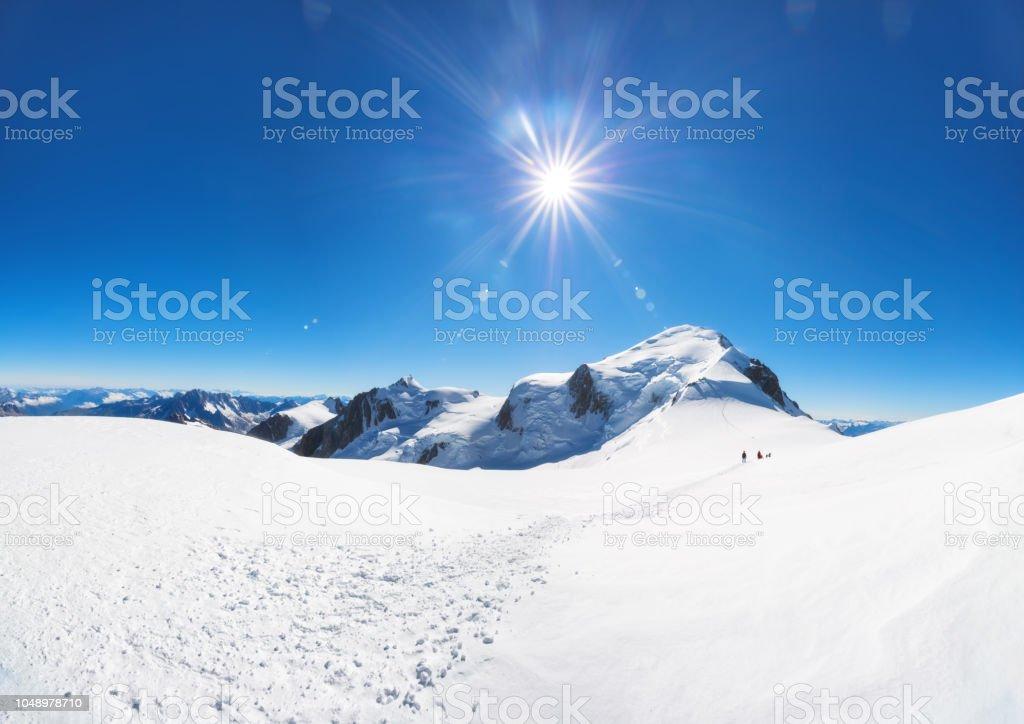 Trekking zum Gipfel des Berges Mont Blanc in den französischen Alpen – Foto