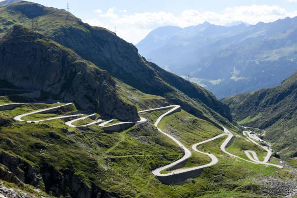 Tremola alte Straße führt zu St. Gotthard-pass – Foto