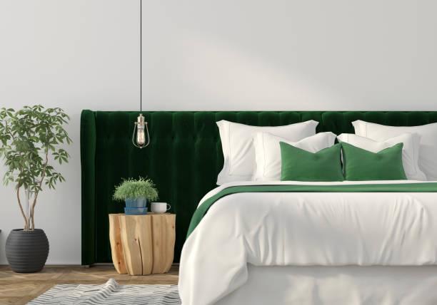 moderne einrichtung mit grünen bett und tisch aus holz - kissen grün stock-fotos und bilder