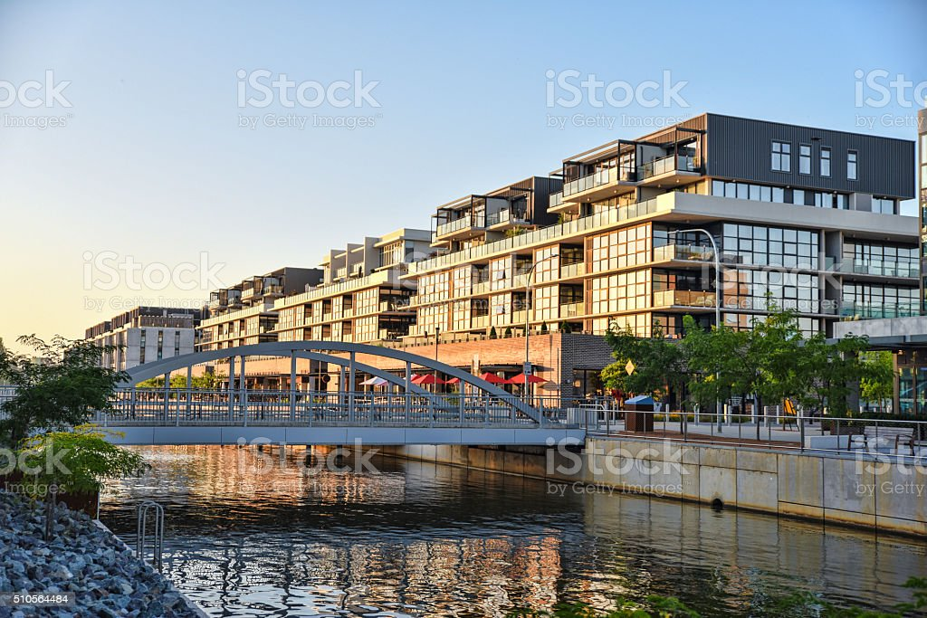 Trendy Kingston Foreshore suburb along the canal to the lake - Royalty-free Apartment Stock Photo