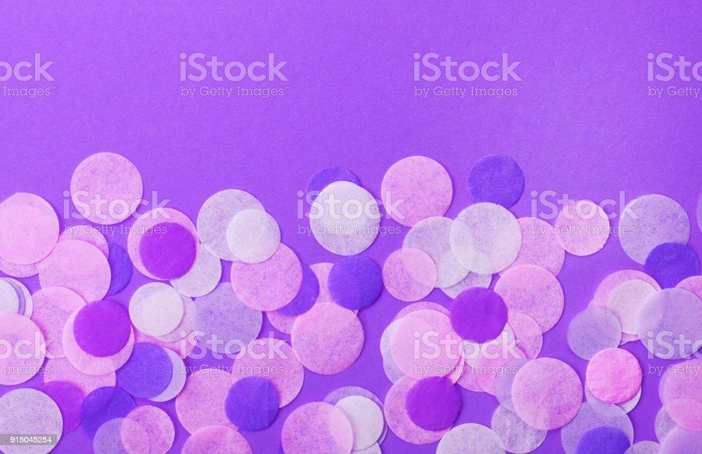Fotografia De Confeti Color Lila Moda Sobre Fondo Rosa Pastel Fondo - Color-lila-pastel