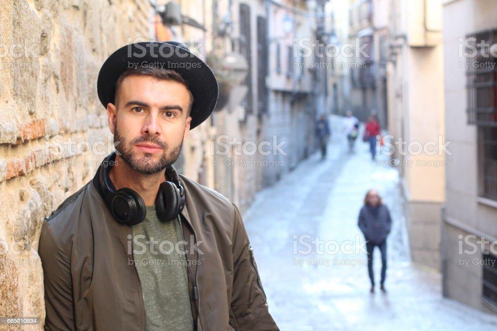 Trendige Mann im Freien in der Stadt Lizenzfreies stock-foto