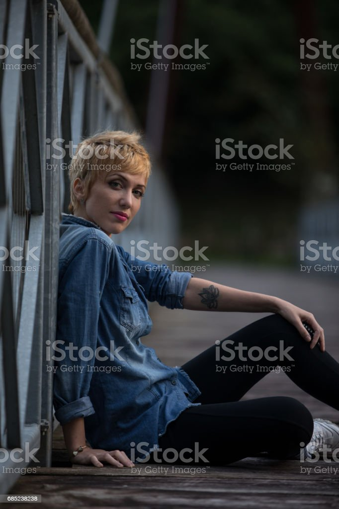 Trendy modern young woman with a tattoo foto de stock royalty-free