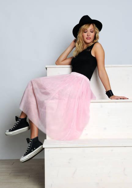 trendy pretty girl - damen rock pink stock-fotos und bilder