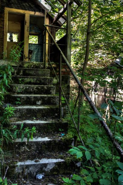 Treppe einer Ruine alte baufällige Treppe einer Ruine ruine stock pictures, royalty-free photos & images