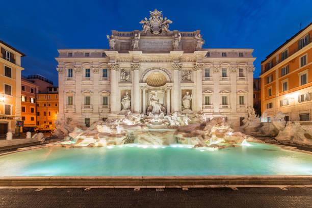 Fuente de Trevi al amanecer, Roma, Italia - foto de stock